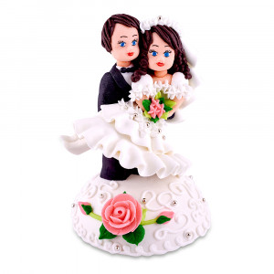 Сахарная фигурка Жених с невестой на руках